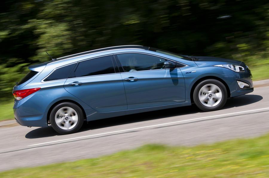 Hyundai i40 Tourer side profile