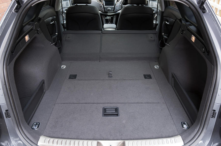 Hyundai i40 extended boot space