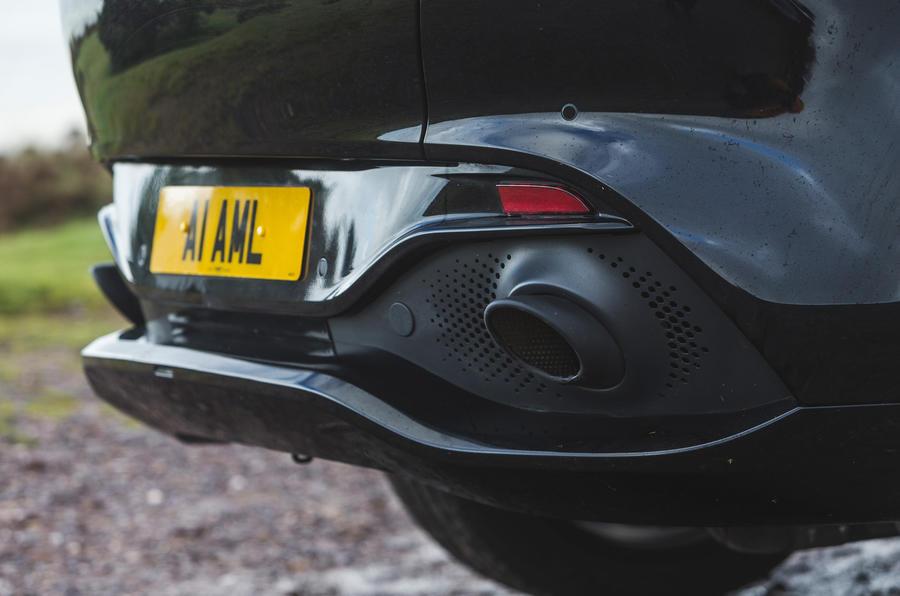 Examen de l'essai routier de l'Aston Martin DBX 2020 - échappements