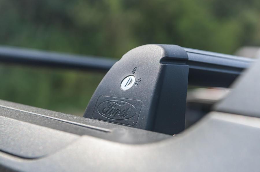 Ford Ranger Raptor 2019 road test review - locking bracket