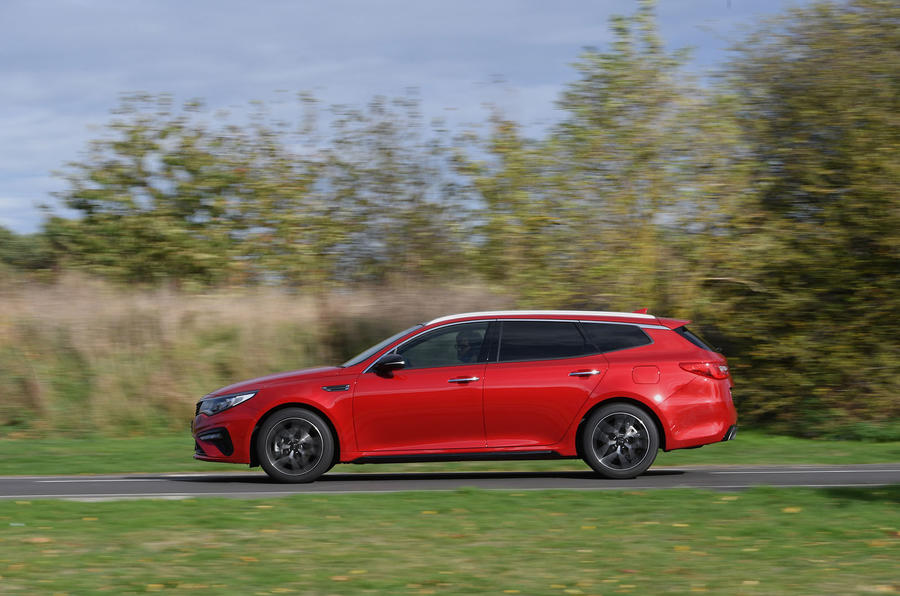 Kia Optima Sportswagon 2018 review - on the road left