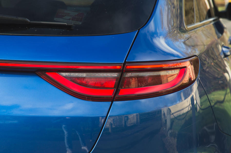 Kia Proceed GT-Line 2019 road test review - rear lights