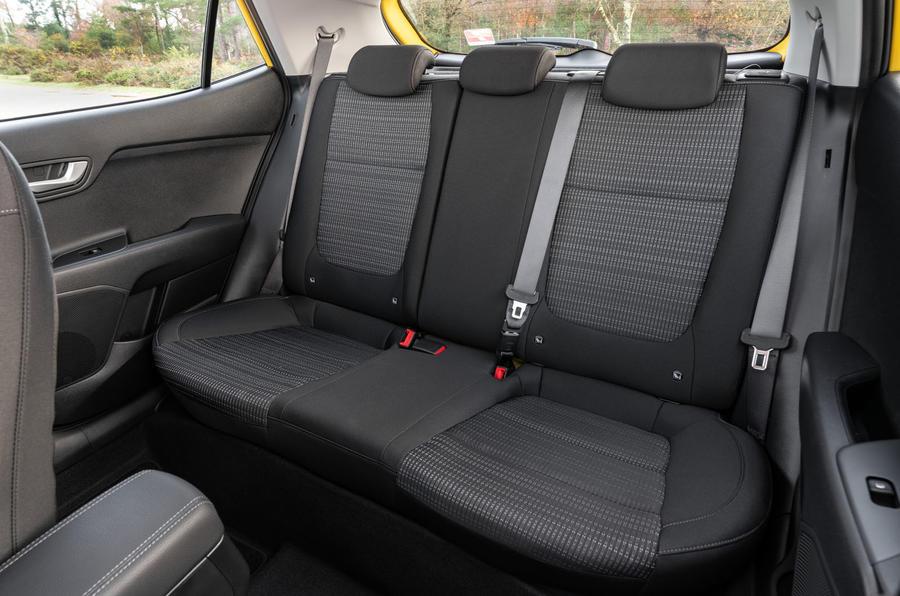 12 Kia Stonic 2021 RT mise à jour des sièges arrière