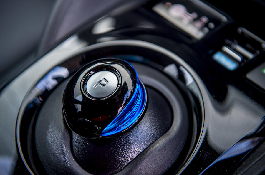 Nissan Leaf 2018 UK review gearstick