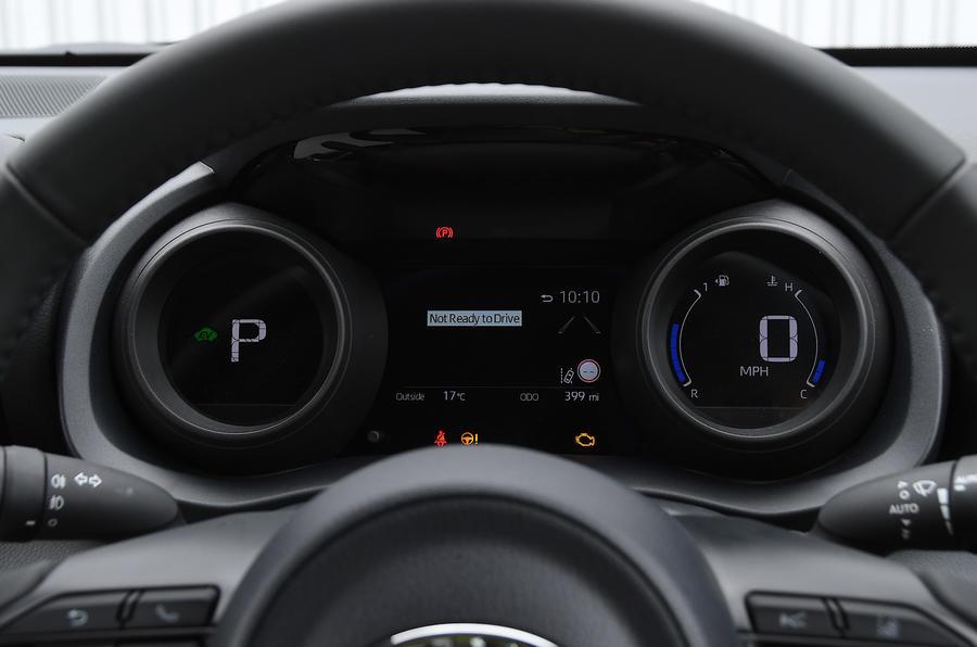 Examen de l'essai routier de la Toyota Yaris 2020 - instruments