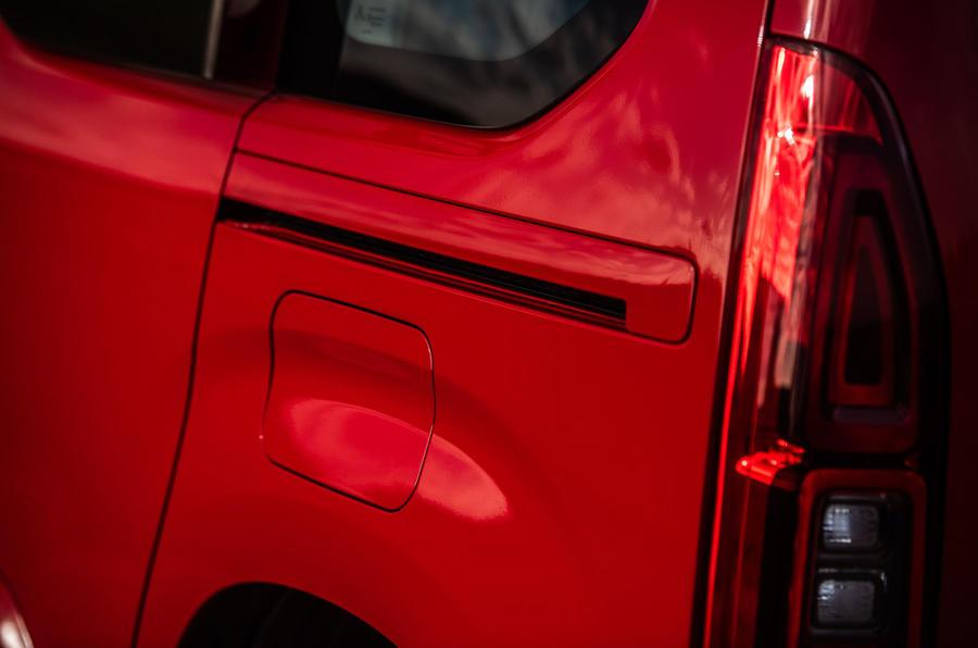 Vauxhall Combo Life 2018 road test review - door rails