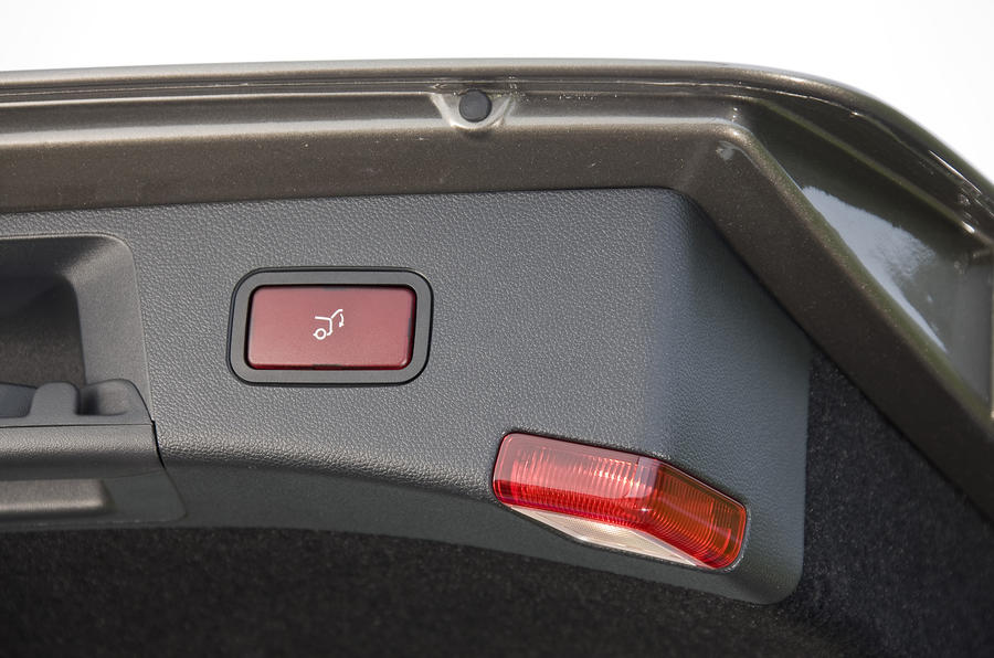 Mercedes-Benz E250 CDI Estate auto boot close