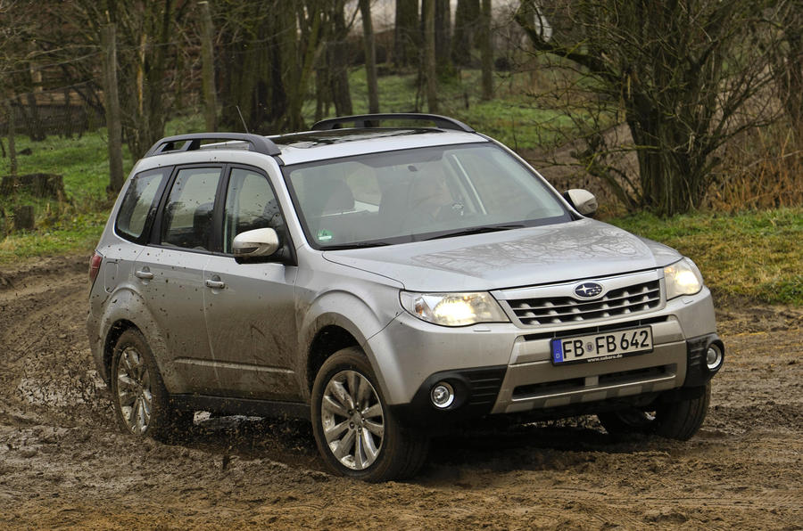 Subaru Forester 2.0 XS cornering