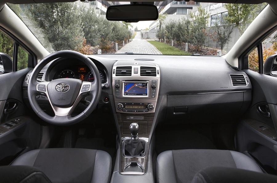 Toyota Avensis Tourer dashboard