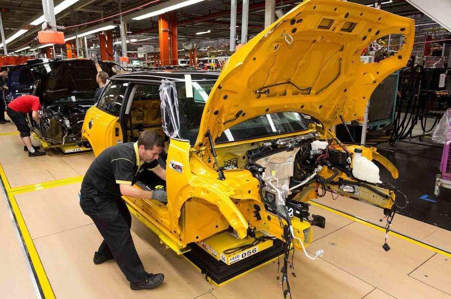 Quick news: BMW creates new jobs, Renault Megane CC facelift