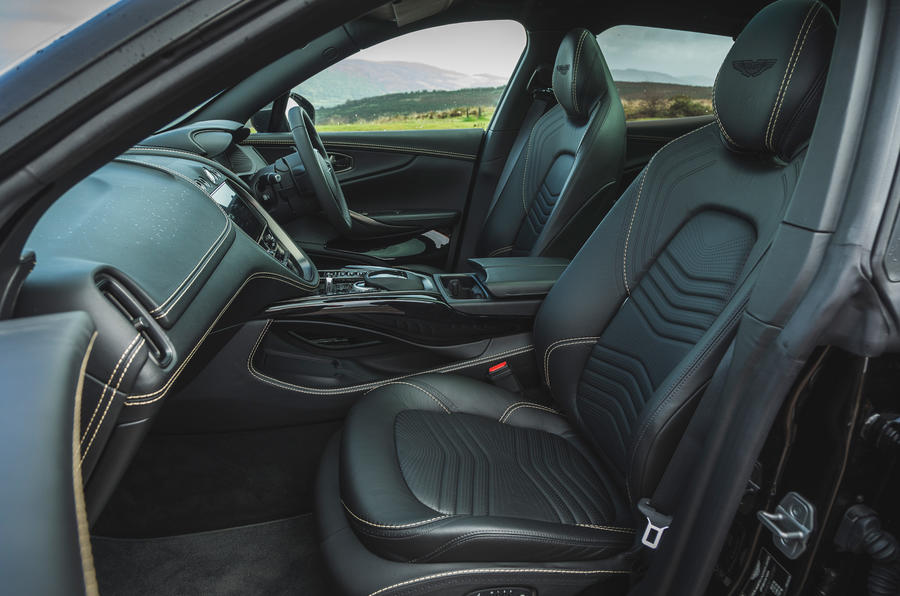 Examen de l'essai routier de l'Aston Martin DBX 2020 - cabine