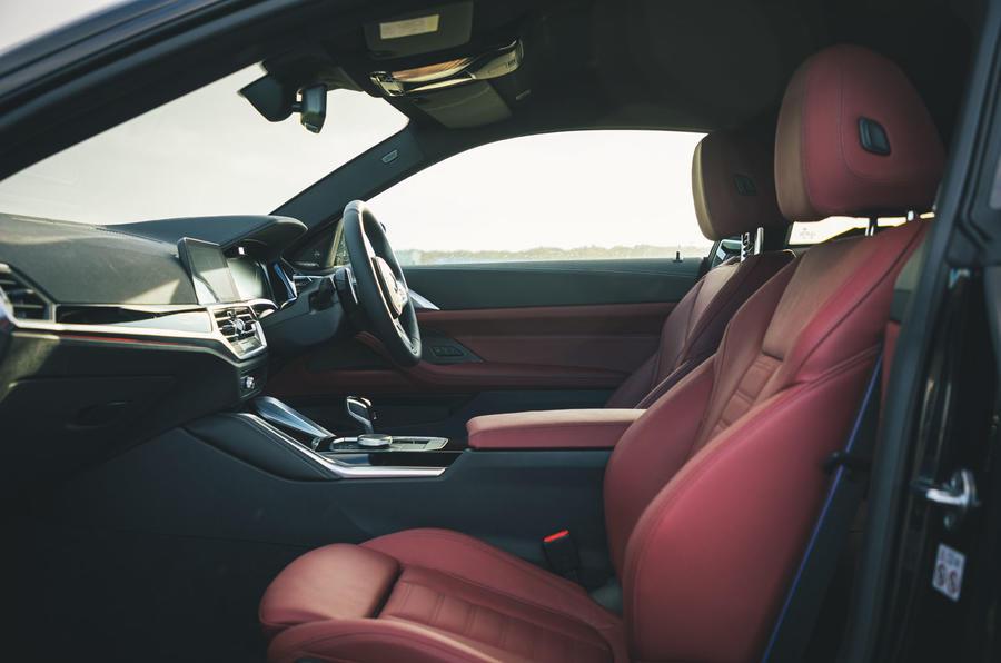 13 BMW Série 4 M440i examen de l'essai routier 2021 cabine