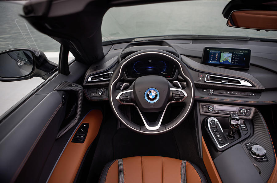 BMW i8 Roadster 2018 review dashboard