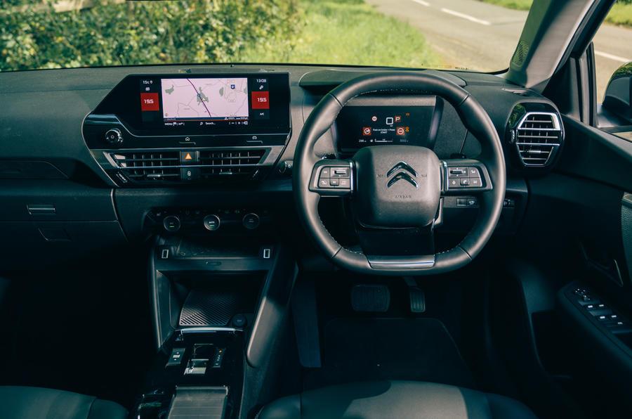 13 Tableau de bord de la Citroën C4 2021 RT