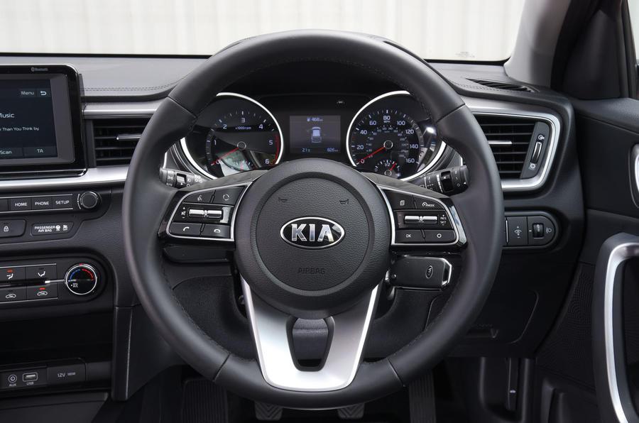 Kia Ceed 2018 road test review steering wheel