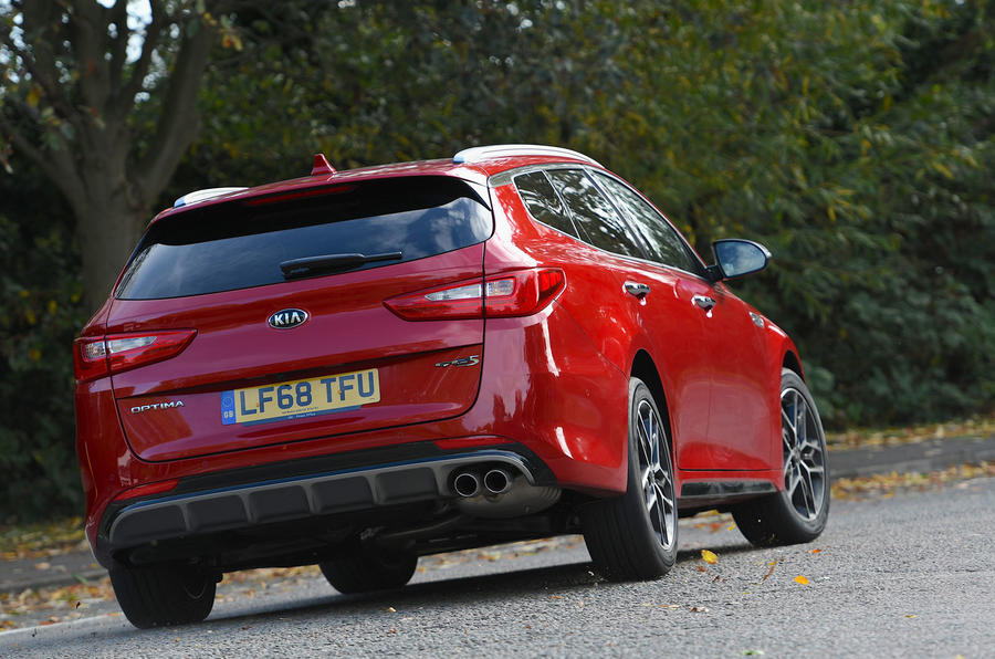 Kia Optima Sportswagon 2018 review - cornering rear