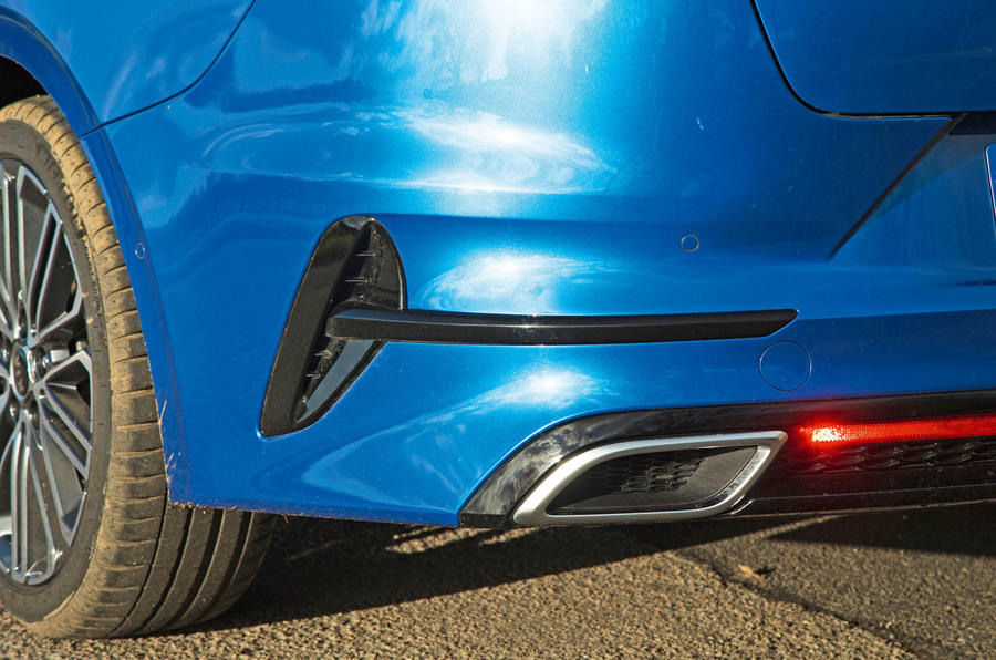 Kia Proceed GT-Line 2019 road test review - exhausts