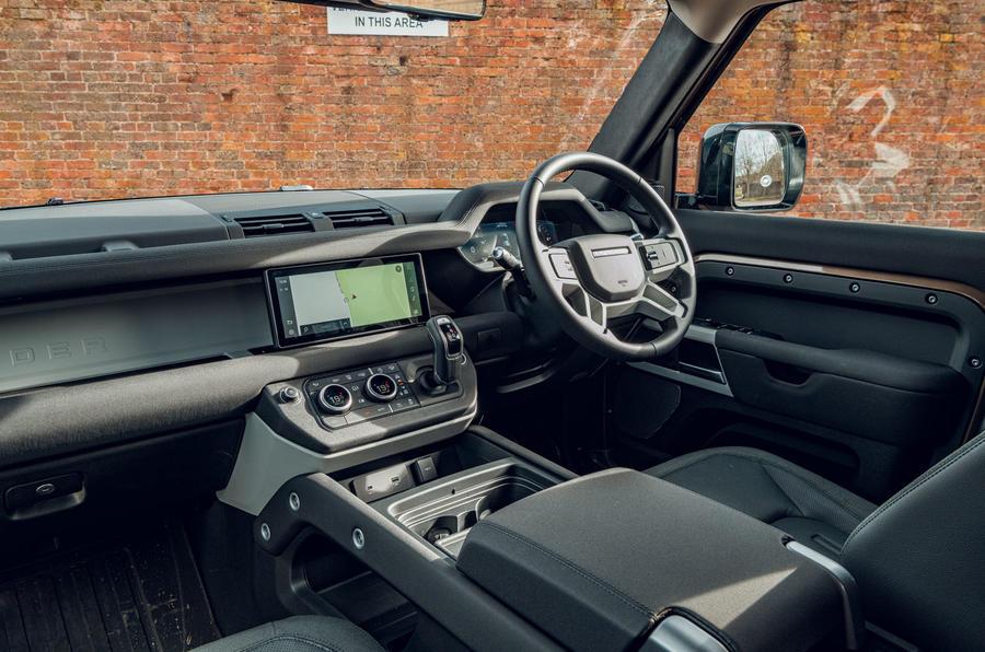 Land Rover Defender 2020 : bilan de l'essai routier - cabine