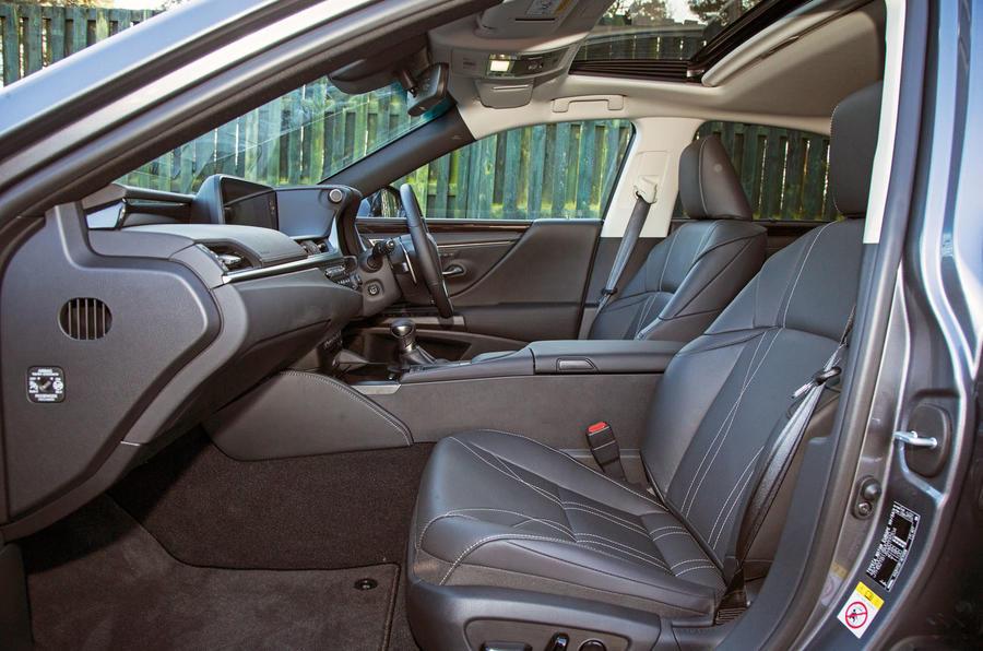 Lexus ES 2019 road test review - cabin
