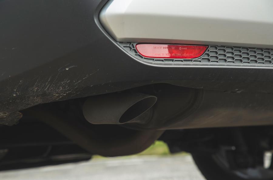 13 Échappement du Nissan Qashqai 2021 RT