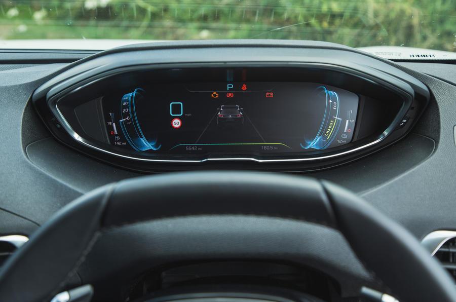 13 Peugeot 3008 2021 RT infotainment