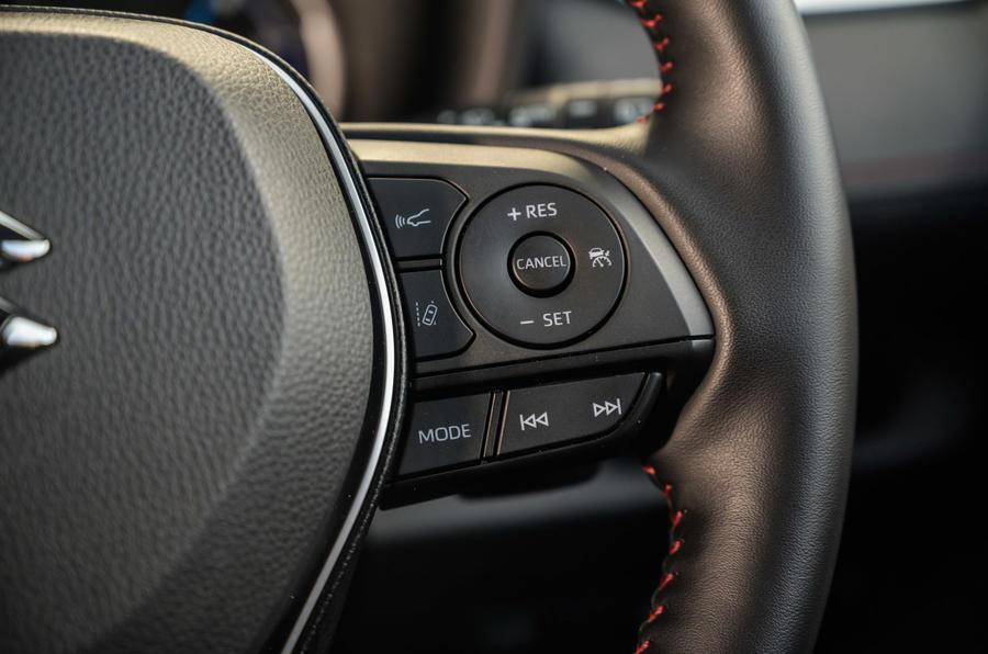 13 Suzuki Across 2021 : essai routier - boutons du volant
