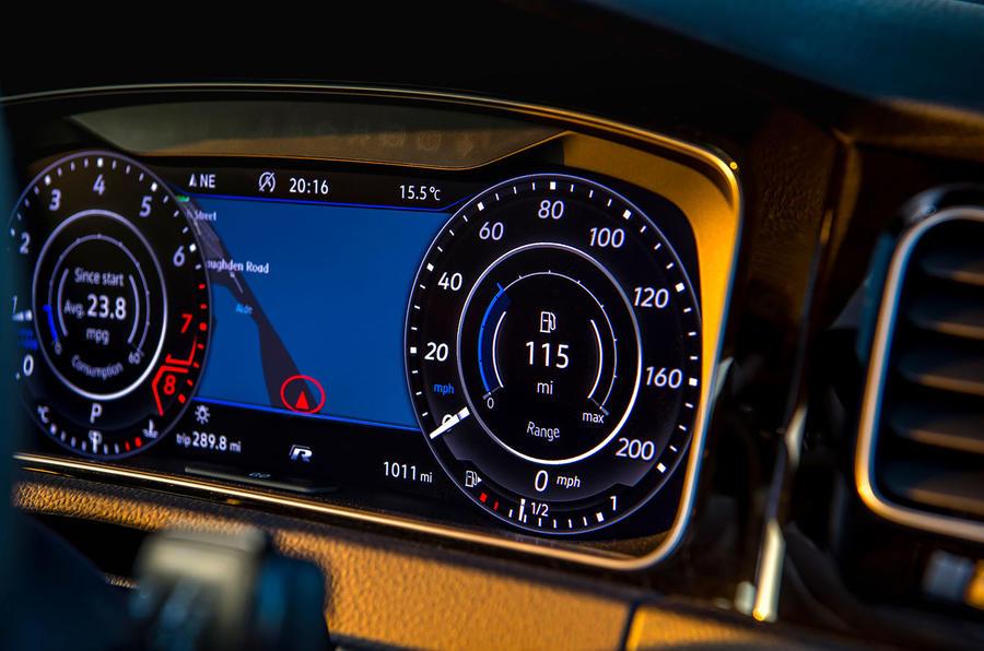 Volkswagen Golf R 2019 road test review - speedo