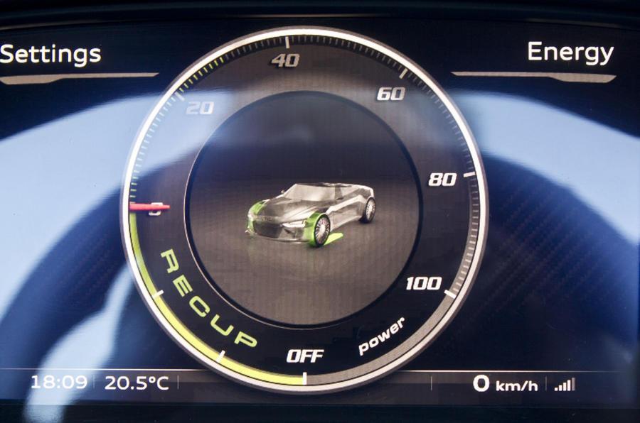 Audi e-tron Spyder instrument cluster