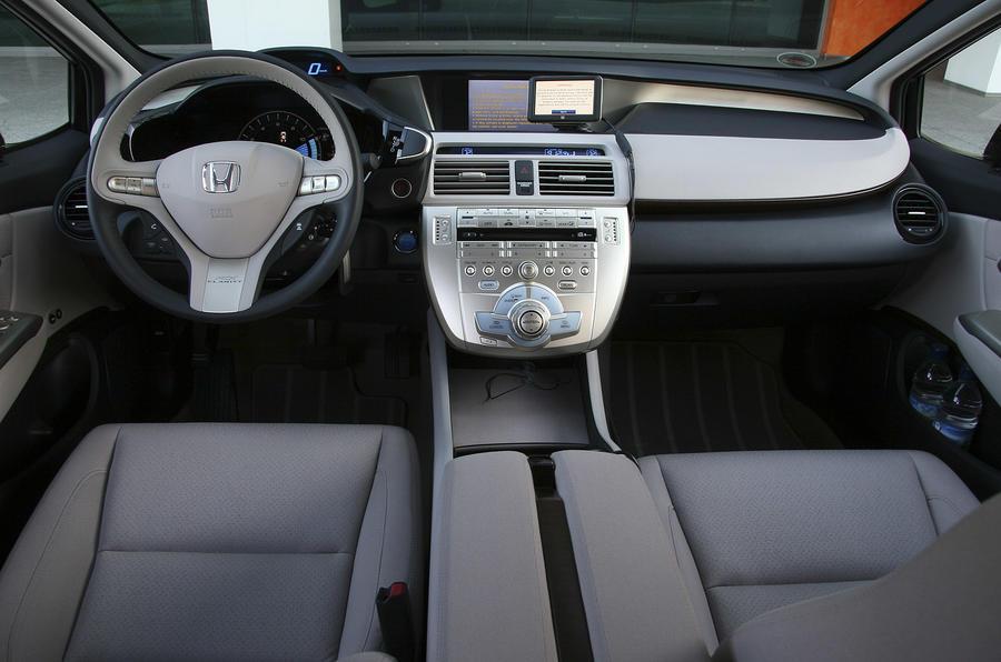 Honda FCX Clarity dashboard