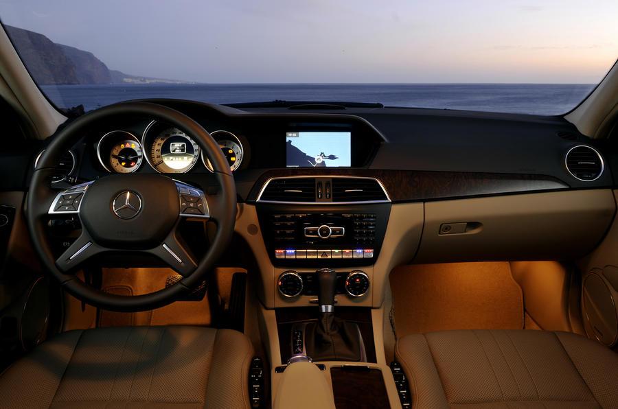 Mercedes-Benz C 350 Elegance dashboard