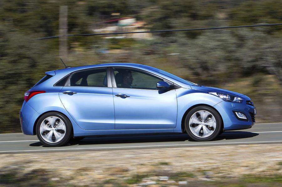 Hyundai i30 1.6 CRDi side profile