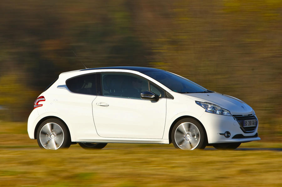 Peugeot 208 side profile