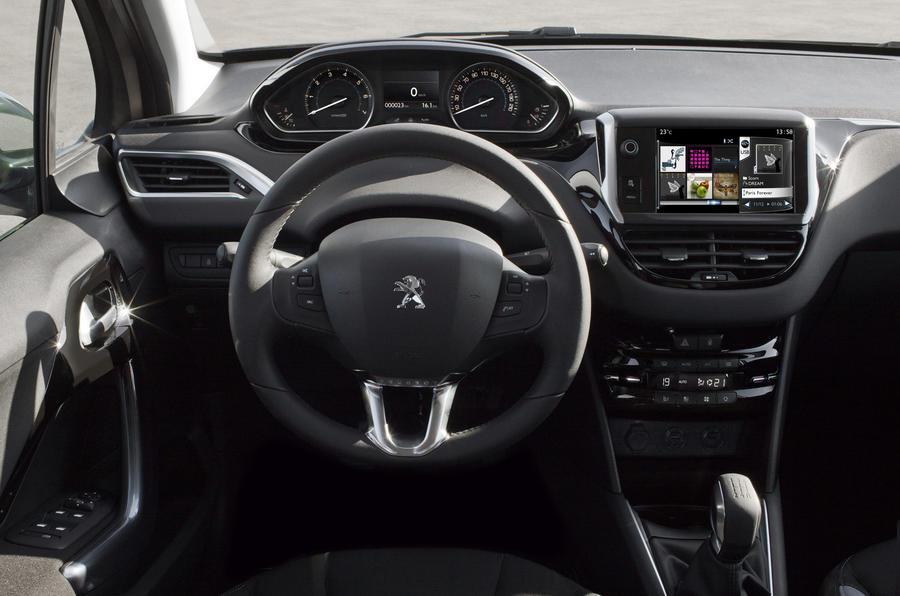 Peugeot 208 1 6 e hdi review autocar for Interieur 407