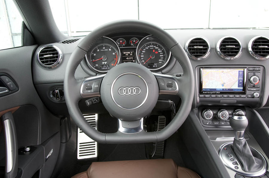 Audi TT 2.0 TFSI dashboard