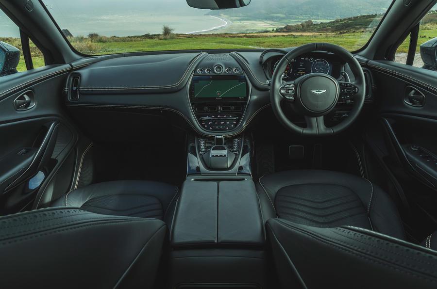 Examen de l'essai routier de l'Aston Martin DBX 2020 - tableau de bord