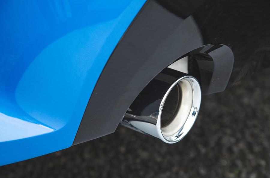 BMW 1 Series 118i 2019 road test review - exhaust