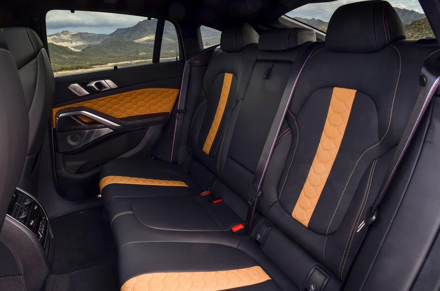 BMW X6 M Competition 2020 : examen des essais routiers - sièges arrière