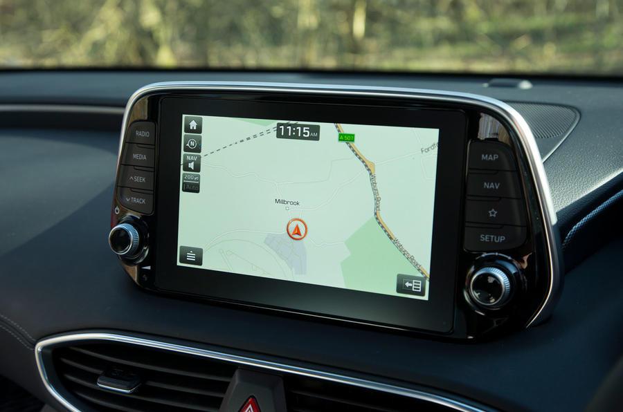 Hyundai Santa Fe 2019 road test review - satnav