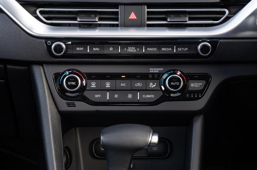 14 Kia Niro 2021 : essai routier - climatisation