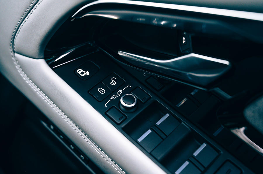 14 Land Rover Range Rover Evoque 2021 contrôle des fenêtres d'essai sur route