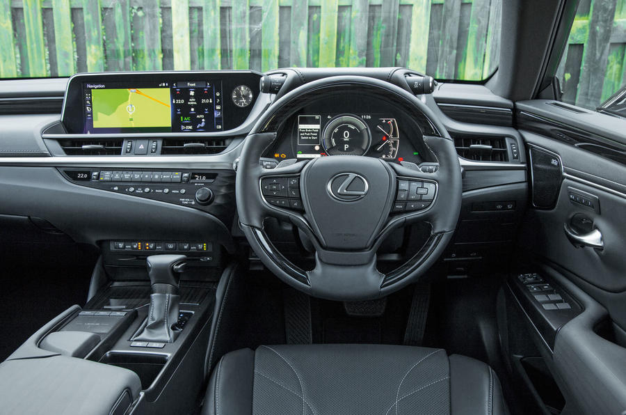 Lexus ES 2019 road test review - dashboard
