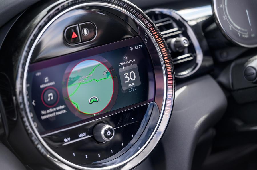 14 Infotainment de la Mini Cabriolet 2021 RT