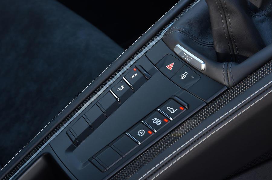 Porsche 718 Cayman GTS 2018 review centre console