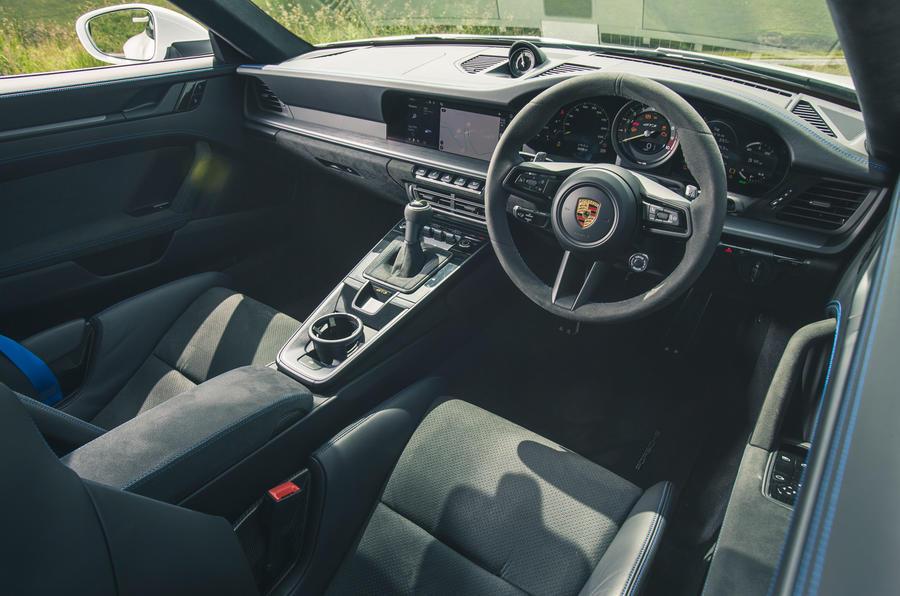 14 Tableau de bord de la Porsche 911 GT3 2021 RT