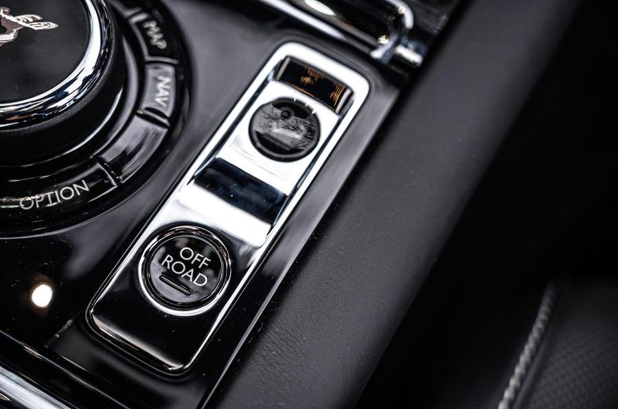 Révision de l'essai routier de la Rolls Royce Cullinan 2020 - console centrale