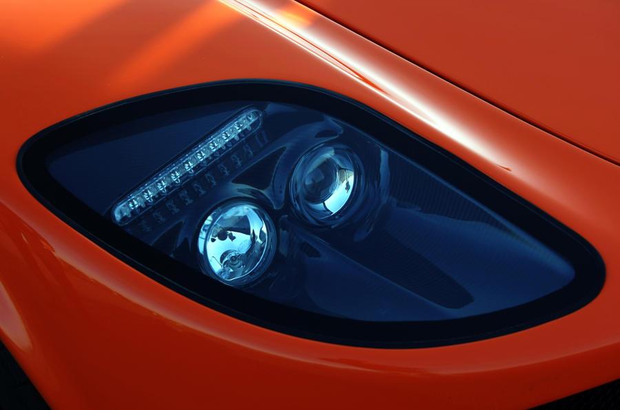 Ginetta G60 Coupé headlight