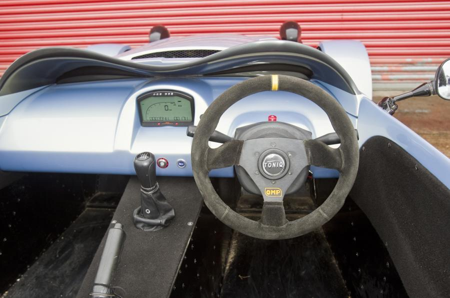 Toniq CB200 dashboard