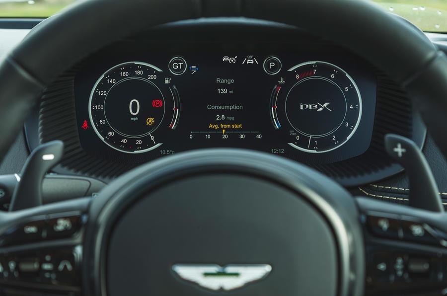 Examen de l'essai routier de l'Aston Martin DBX 2020 - instruments