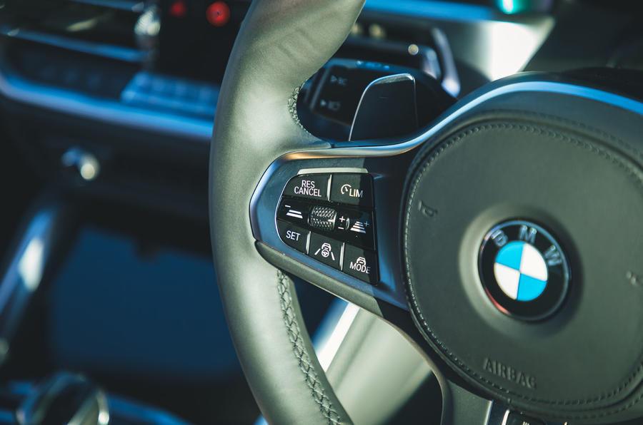 15 BMW Série 4 M440i examen de l'essai routier 2021 volant