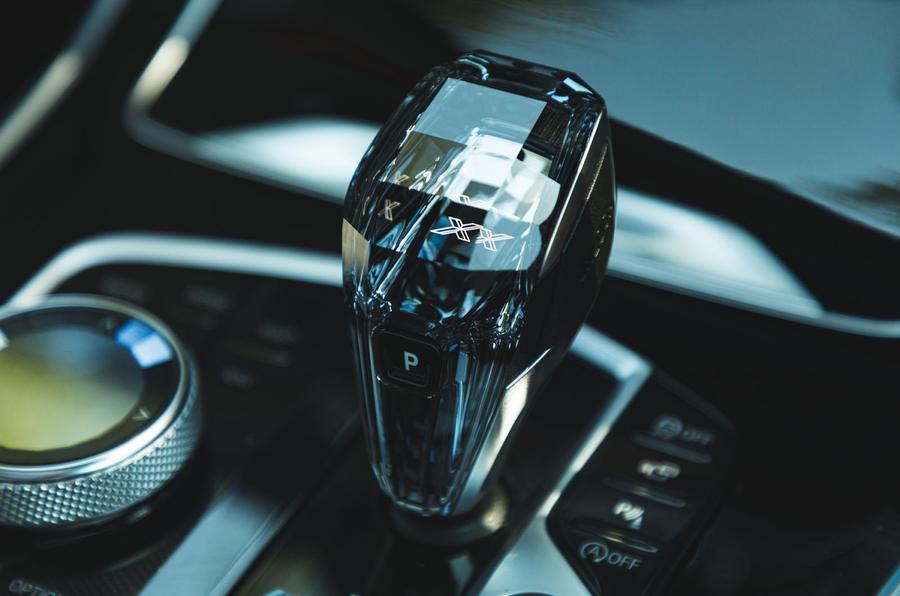 BMW X7 2020 : examen de l'essai routier - levier de vitesse